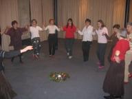 cours de danses en cercle, danses traditionnelles.